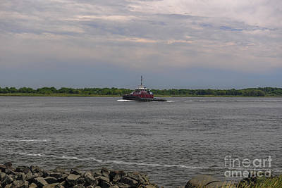 Photograph - Tug Crusing The Cooper River by Dale Powell