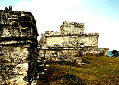 Photograph - Tulum - Side View by Robert  Rodvik