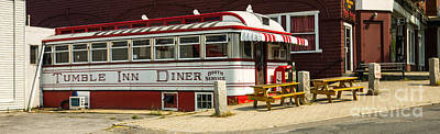 Claremont Photograph - Tumble Inn Diner Claremont Nh by Edward Fielding