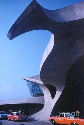 Futurism Architecture Wall Art - Photograph - Twa Terminal At Idlewild Airport 1961 by The Harrington Collection