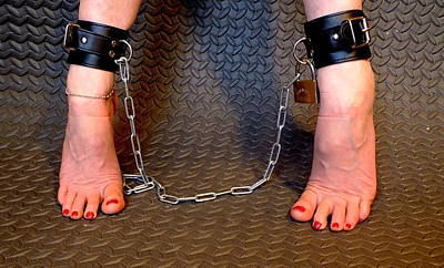 Photograph - Two Feet Of Chain by Guy Pettingell