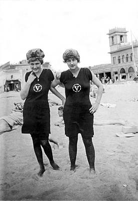 Swimsuit Photograph - Two Girls At Venice Beach by Underwood Archives