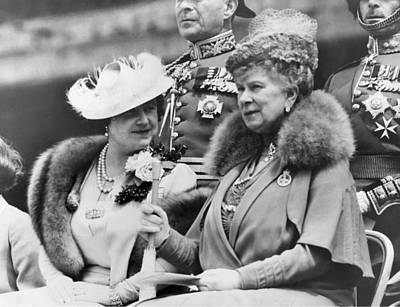 British Royalty Photograph - Two Queens Chatting by Underwood Archives