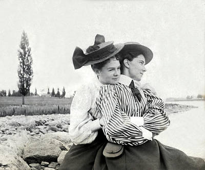 Photograph - Two Young Victorian Women by Underwood Archives