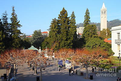 Uc Berkeley . Sproul Plaza . Sather Gate And Sather Tower Campanile . 7d10002 Art Print