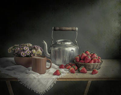 Table Cloth Photograph - Unassuming by Margareth Perfoncio