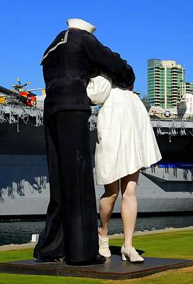 Photograph - Unconditional Surrender Kiss by Caroline Stella