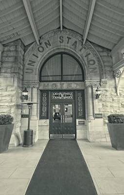 Photograph - Union Station Entrance by Dan Sproul