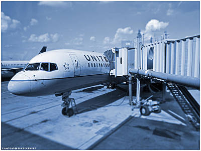 Airlines Photograph - United 757 by Lamyl Hammoudi
