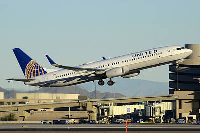 Boeing 737 Photograph - United Boeing 737-924 N69810 Phoenix Sky Harbor December 24 2014 by Brian Lockett