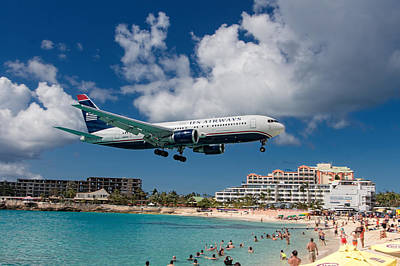 U S Airways Landing At St. Maarten Art Print by David Gleeson