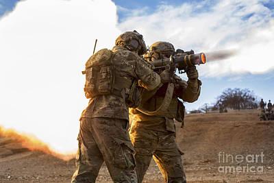 U.s. Army Rangers Fire An At-4 Art Print