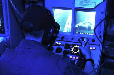 Mcm Photograph - Us Navy Mine Neutralisation System by U.s. Navy