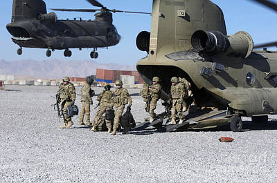 U.s. Soldiers Offload A Ch-47 Chinook Print by Stocktrek Images