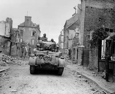 U.s. Tank Advancing Through The Ruins Art Print