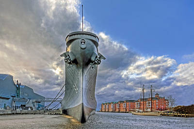 Photograph - Uss Wisconsin At Nauticus by Jerry Gammon