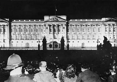 Buckingham Palace Photograph - V-e Night In London by Underwood Archives