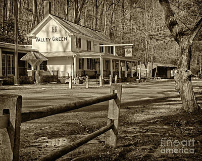 Fairmount Park Photograph - Valley Green Inn 2 by Jack Paolini