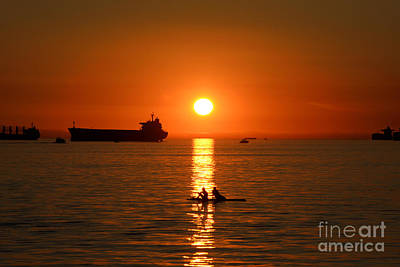 Photograph - Vancouver English Bay Sunset 4 by Terry Elniski