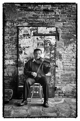 Venetian Violinist Art Print by Tom Bell