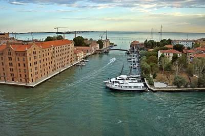 Photograph - Venice-243 by Rezzan Erguvan-Onal