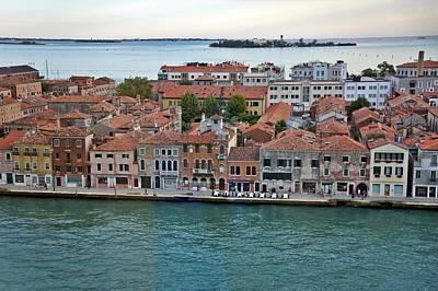 Photograph - Venice-247 by Rezzan Erguvan-Onal