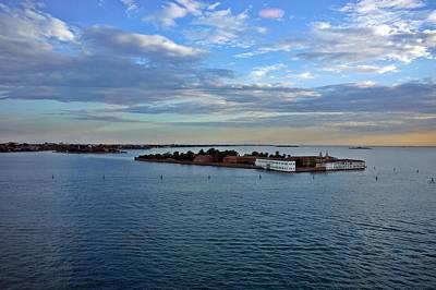 Photograph - Venice-268 by Rezzan Erguvan-Onal