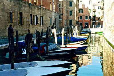 Photograph - Venice Canal by Ricardo J Ruiz de Porras