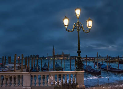 Photograph - Venice Streetlight by Phyllis Peterson