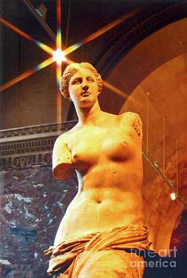 Photograph - Venus De Milo by Elizabeth Hoskinson