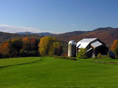 Photograph - Vermont Barn 1 by Robert Lozen