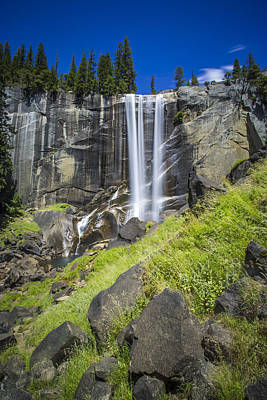 Vernal Falls In July At Yosemite Art Print by Mike Lee