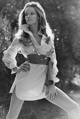 Black And White Photograph - Veruschka Von Lehndorff Wearing An Alice Stuart by Franco Rubartelli