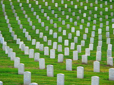 Photograph - Veterans Grave Markers by Jeff Lowe