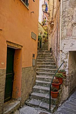 Vicolo Della Valle Riomaggiore Italy Dsc02537  Art Print