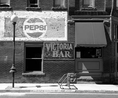 Photograph - Victoria Bar by Daniel Woodrum