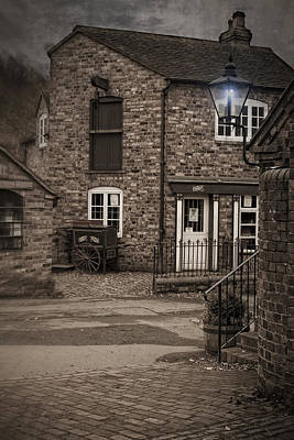 Gas Lamp Photograph - Victorian Stone House by Amanda Elwell