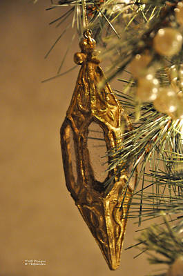 Photograph - Victorian Tree Decor by Teresa Blanton