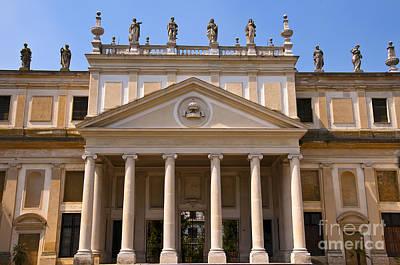 Photograph - Villa Pisani Facade by Brenda Kean