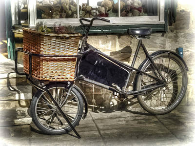 Photograph - Painted Effect - Vintage Bicycle by Susan Leonard