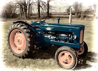Vignette Painting - Vintage Fordson Tractor In Antique Finished Vignette by Elaine Plesser