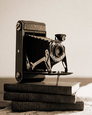 Vintage Camera Wall Art - Photograph - Vintage Kodak 620 Art Deco Camera by Jon Woodhams