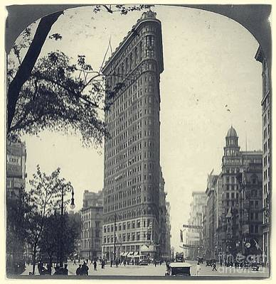 Photograph - Vintage New York City Flatiron Building by Edward Fielding