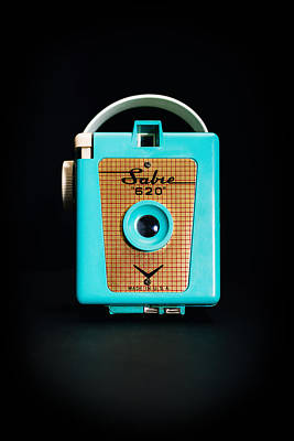 Retro Wall Art - Photograph - Vintage Sabre 620 Camera by Jon Woodhams