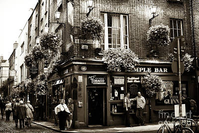 Photograph - Vintage Temple Bar by John Rizzuto
