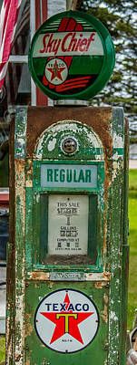 Old Texaco Gas Station Photograph - Vintage Texaco Gas Pump by Paul Freidlund