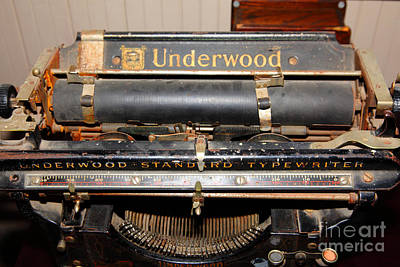 Underwood Typewriter Photograph - Vintage Underwood Typewriter 5d25836 by Wingsdomain Art and Photography