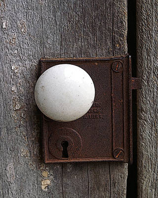 Photograph - Vintage White Doorknob by TnBackroadsPhotos