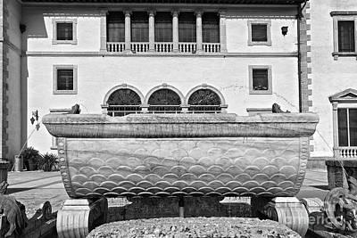 Landscape Photograph - Vizcaya Fountain by Eyzen M Kim