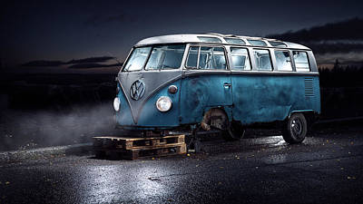 Truck Photograph - Vw Kleinbus by Petri Damst??n